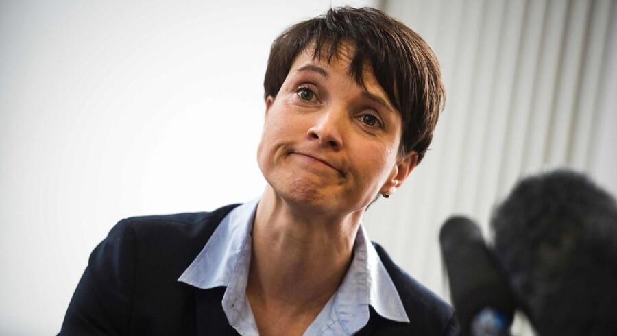 Frauke Petry er under stigende internt pres i AFD. Forud for weekendens partikongres har den populære politiker meddelt, at hun ikke stiller op som spidskandidat for det indvandringskritiske højreparti ved efterårets tyske valg.