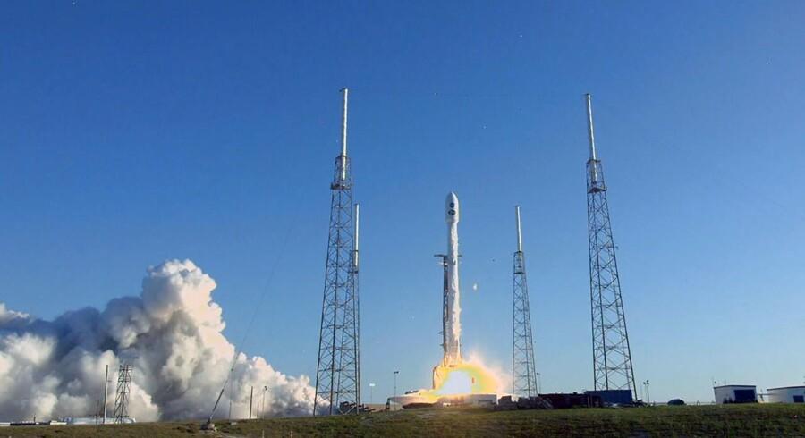 Tess-satellitten, der skal spotte jordlignende planeter i universet, er natten til torsdag blevet opsendt fra Cape Canaveral i USA. (AFP PHOTO / AFP PHOTO AND NASA TV / NASA TV)