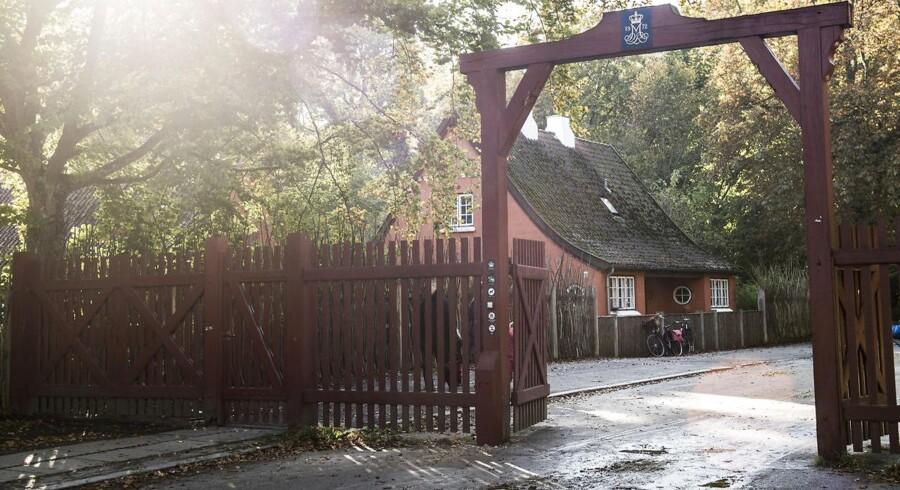 Den 14-årige dreng, der blev stukket to gange med kniv, blev fundet ved Peter Lieps Vej nær Klampenborg Station. Drengen er uden for livsfare.