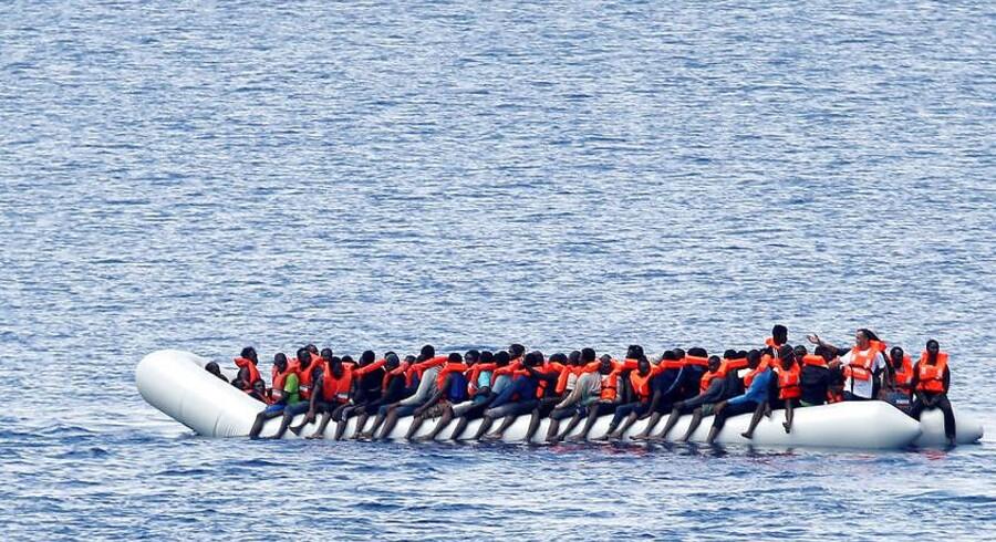 »Virkeligheden er, at italienerne må ventes snart at lukke havnene for skibe med migranter.« (Foto: Stefano Rellandini/Scanpix 2017)