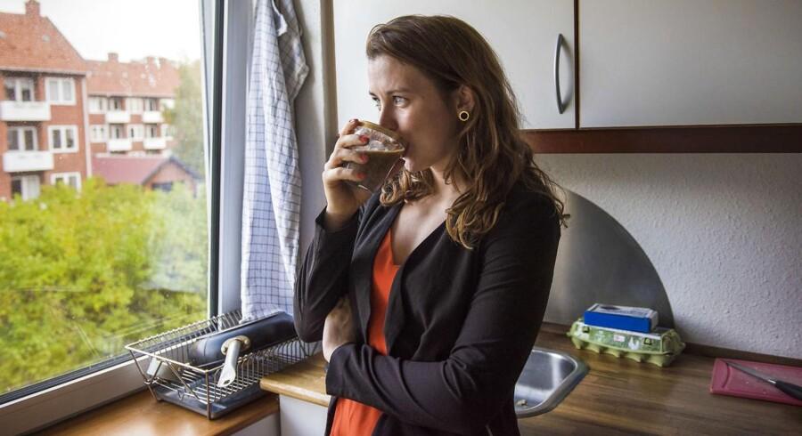 Rikke Koreska har længe ville donere sin ene nyre til et sygt menneske. Efter et længere forløb i systemet og flere personlige overvejelser skal Rikkes venstre nye nu gives væk til en hun ikke kender.
