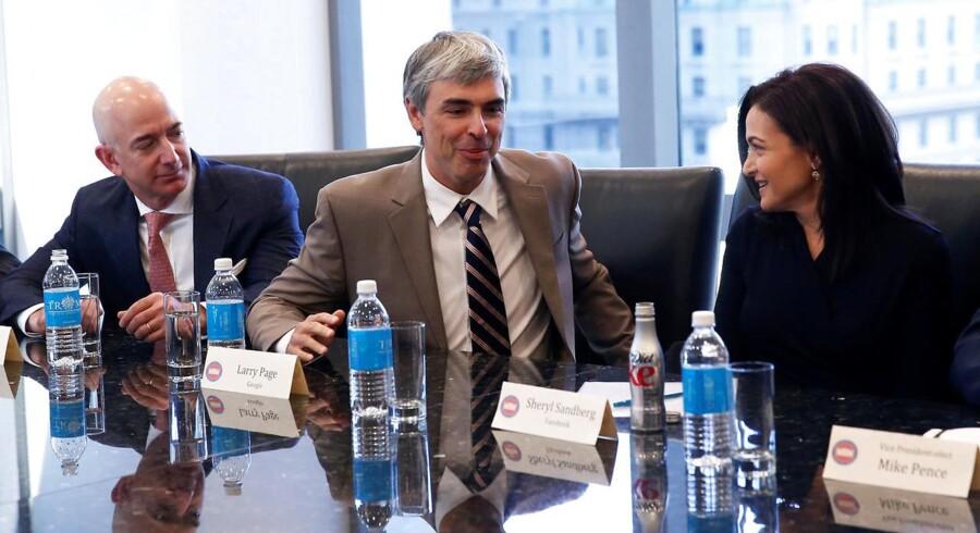 Larry Page (midtfor), administrerende direktør i og medstifter af Alphabet, til møde i Trump Tower.