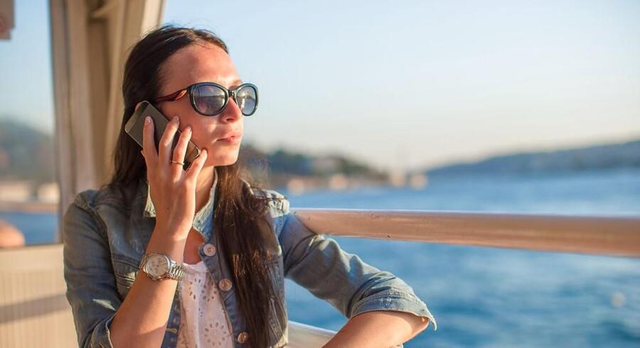 Når det fra april 2017 koster det samme at bruge telefonen hjemme og i de andre 27 EU-lande, risikerer teleselskaberne at skulle betale mere til hinanden for at sende tale og data videre, end kunderne betaler. Arkivfoto: Iris/Scanpix