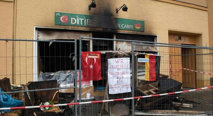 Tysk politi mistænker ekstremistiske kurdere for at stå bag en bølge af brandattentater rettet mod tyrkiske moskeer i Tyskland. Politikere frygter, at Mellemøstens konflikter kan brede sig til Tyskland.