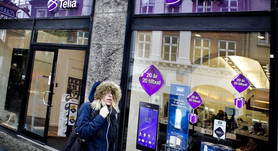 Kampen om danskerne på mobilmarkedet fortsætter med uformindsket styrke. Telia nedskrev for nylig værdien af sin danske forretning med 1,5 milliarder kroner. Arkivfoto: Nils Meilvang, Scanpix