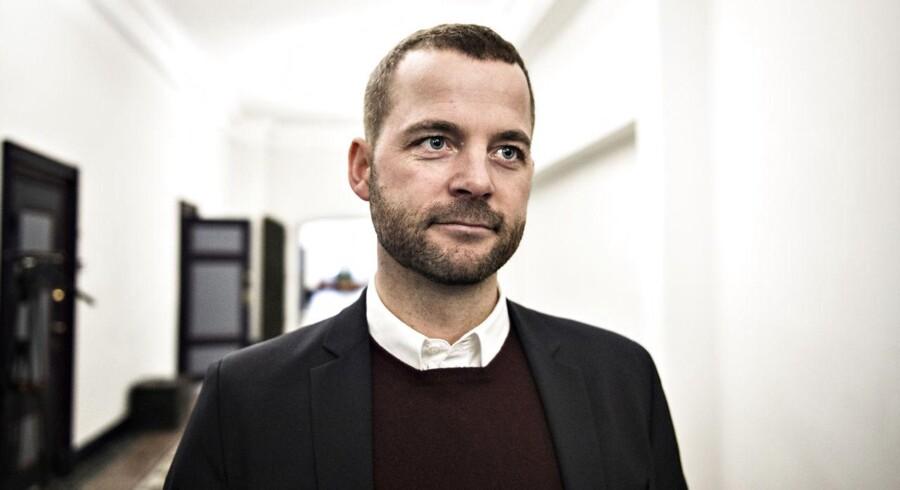 Morten Østergaard (R) er taget til Paris for at lade sig inspirere af præsidentkandidaten Emmanuel Macron.