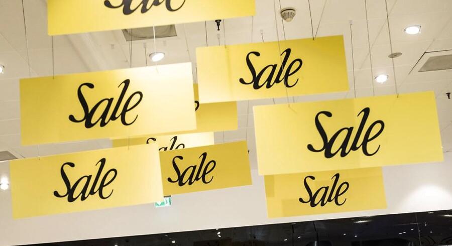 Arkivfoto: Når vi falder for fristelsen og køber noget på tilbud, er det grundlæggende fordi, vores hjerner ikke er udviklede til at håndtere shopping, siger forsker.