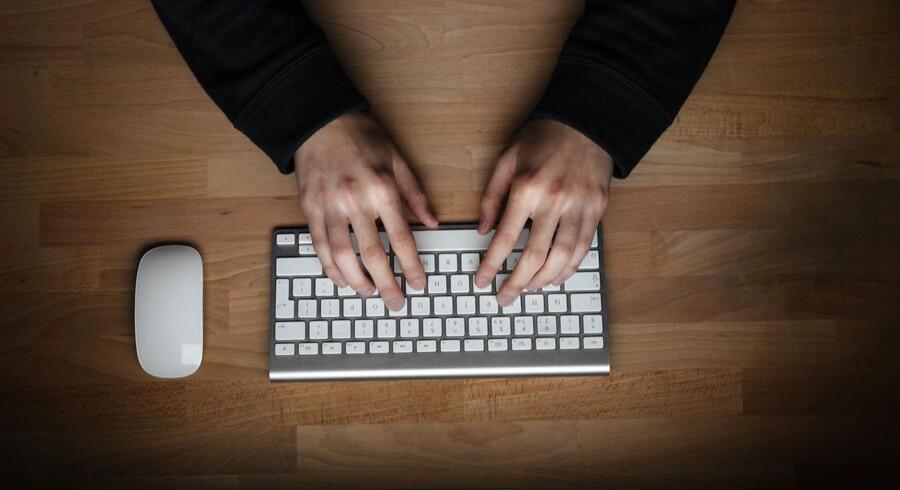 Elever på en efterskole søgte hjælp til at »fucke« skolen facebookside op.