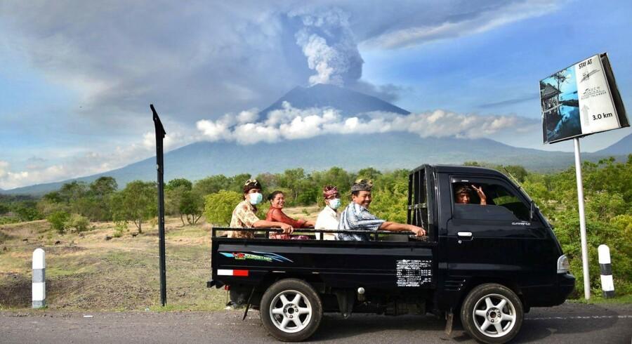 100.000 lokale på Bali er ved at blive evakueret, idet vulkanen Mount Agung truer med et massivt udbrud.