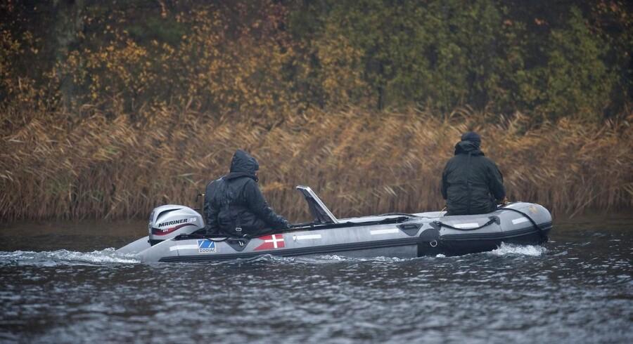 Østjyllands Politi er onsdag i gang med at undersøge en sø på Djursland i forbindelse med en sag fra 2009, hvor en kvinde forsvandt.