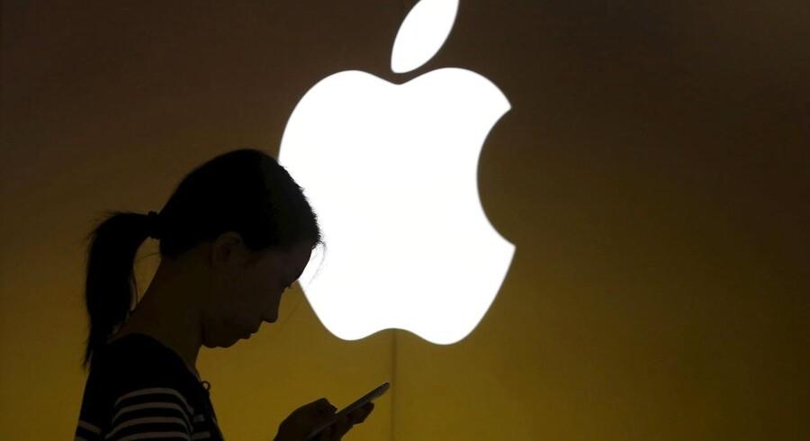 En lang række af Apples leverandører i Asien taler om ordretilbagegang, hvilket ses som tegn på, at iPhone-salget hos Apple nu har toppet. Det er et problem, fordi to tredjedele af Apples indtægter kommer fra telefonerne. Arkivfoto: Aly Song, Reuters/Scanpix