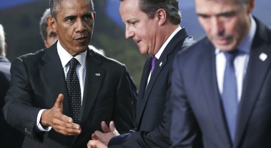 epaselect epa04383833 US President Barack Obama (L) talks with British Prime Minister David Cameron (C) next to NATO Secretary General Anders Fogh Rasmussen (R) during the opening ceremony of the NATO Summit 2014 at the Celtic Manor Resort in Newport, Wales, Britain, 04 September 2014. World leaders from about 60 countries are coming together for a two-day NATO summit taking place from 04-05 September. EPA/OLIVER HOSLET