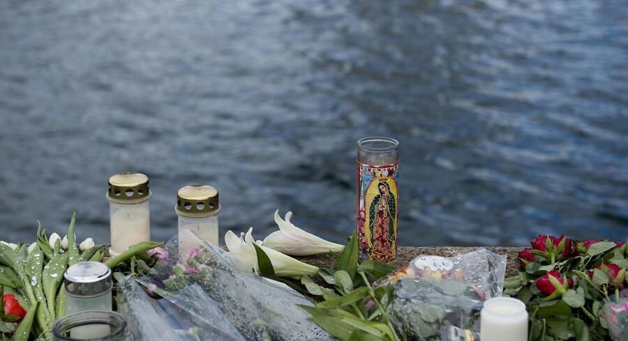 Der blev lagt blomster og tændt lys på Islands Brygge ved Langebro mandag 8. Maj 2017 efter en dødsulykke nær Langebro i København, som kostede to unge kvinder livet, da en eller flere jetski kolliderede med den udlejningsbåd, som de befandt sig i. Begge kvinder var amerikanske statsborgere.