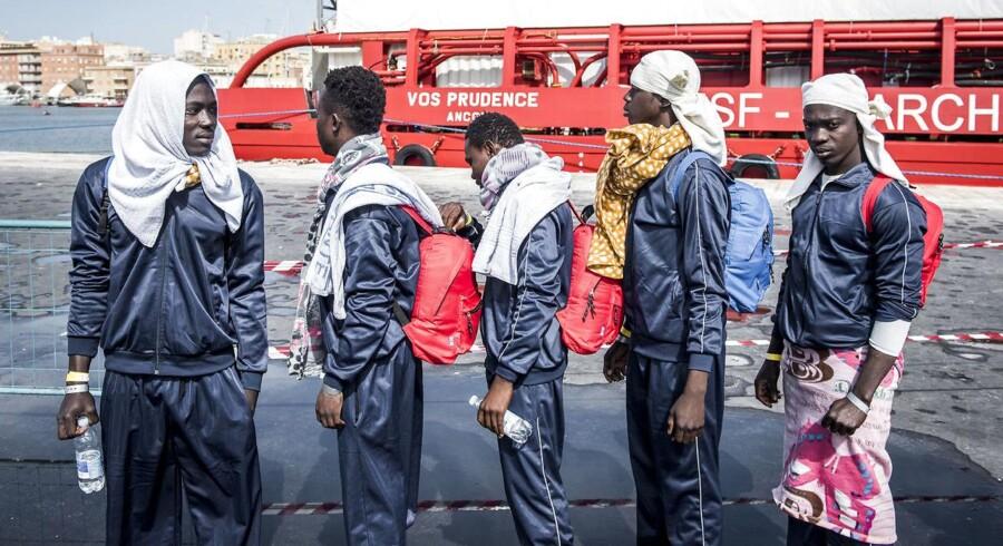 Vestafrikanske flygtninge/migranter er gået i land på Sicilien efter at været blevet reddet på Middelhavet af Læger uden Grænsers skib, Vos Prudence. (Arkivbillede)