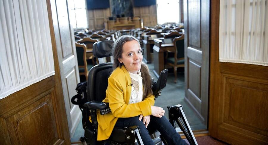 Sarah Glerup Kristensen ved folketingssalen.