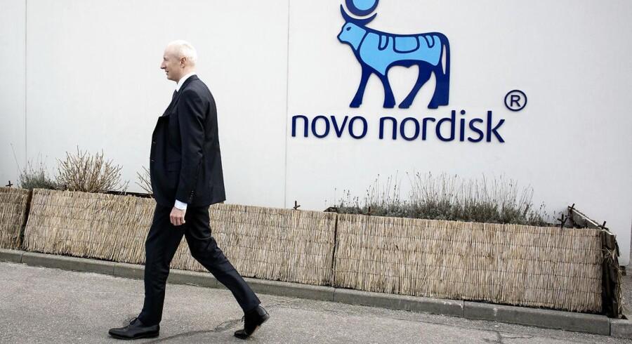 Kim Korgård Nielsen, der er porteføljeforvalter i Carnegie Asset Management vurderer, at timingen i nedjusteringen skal ses i sammenhæng med, at Lars Fruergaard Jørgensen tager over som topchef efter Lars Rebien Sørensen 1. januar 2017.
