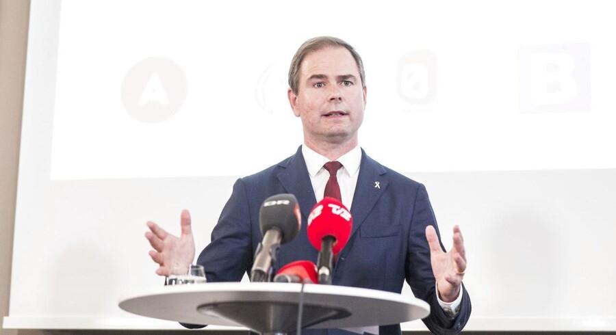 Socialdemokratiet tager intet for givet, efter nederlag for søsterparti i Norge, men håber at en stram udlændingepolitik vil hjælpe dem til en valgsejr ved næste folketingsvalg.