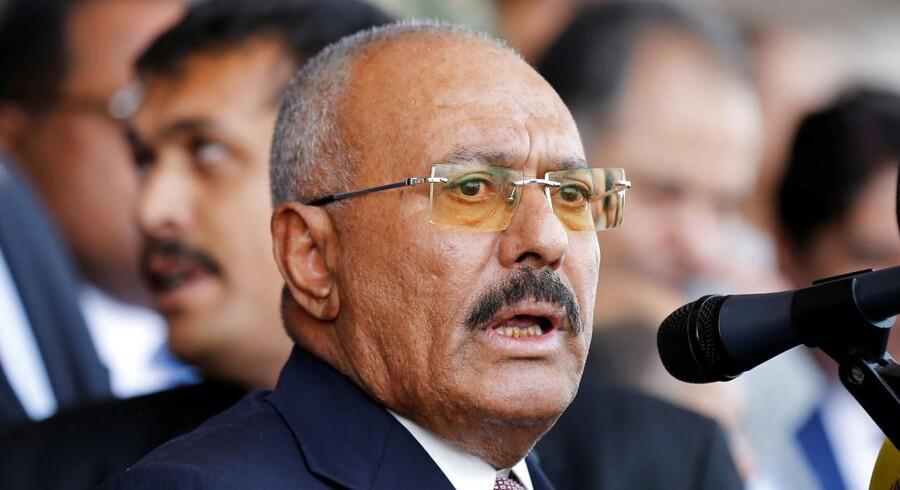 Yemens tidligere præsident er åben for forhandling, men han modsiges af houthi-oprørere, der støtter ham.