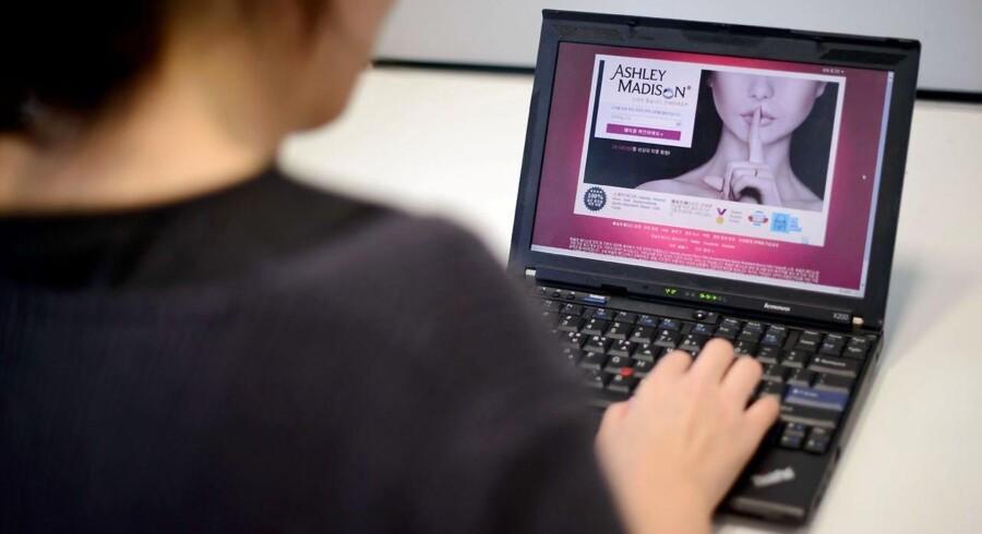 I 2013 blev der gemt 3.500 milliarder oplysninger om danskernes brug af telefoni og internet. Det er over 40 gange mere end oprindeligt forventet. Overvågningen har kostet 200 millioner kroner at etablere og koster årligt 50 millioner kroner.