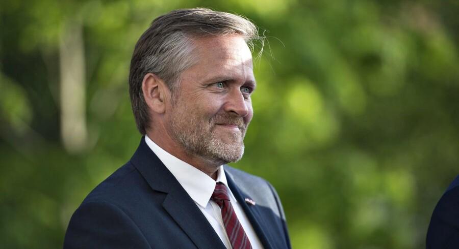 Partileder Anders Samuelsen er kommet med flere trusler og ultimative krav om topskatten de sidste to år - nu har regeringen definitivt droppet at få lettet topskatten i efteråret.