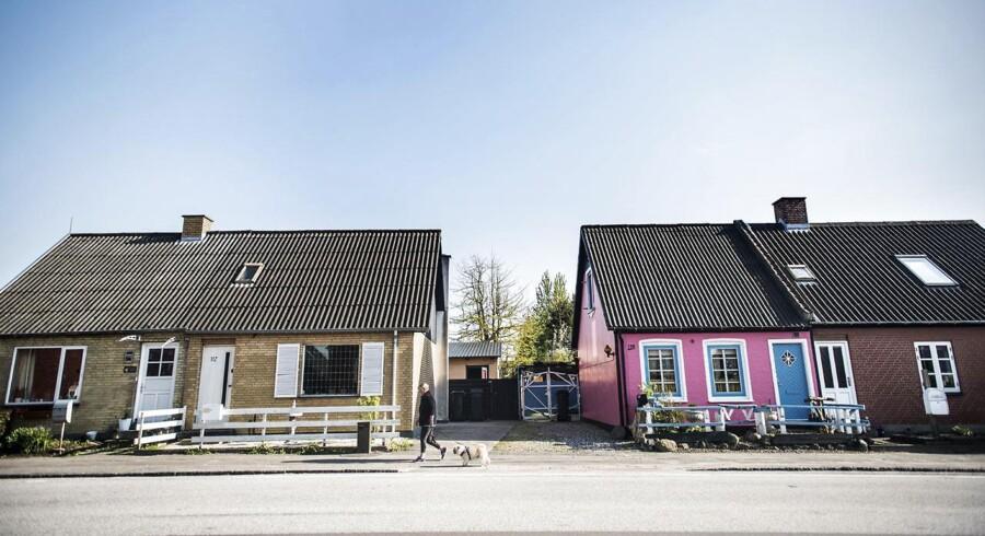 ARKIVFOTO. Udkantsdanmark er blevet valgemne. I Nakskov mener borgerne, at der er brug for et politisk tiltag, men de er ikke sikker på at regeringens udspil er andet end valgflæsk. Huse på den gade i Danmark, hvor husene har lavest værdi.