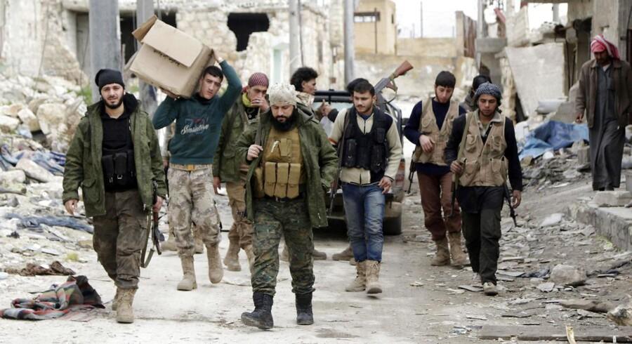 Arkivfoto: Borgerkrigen i Syrien, der brød ud i forbindelse med det arabiske forår i 2011, har kostet omkring 500.000 mennesker livet. (Foto: HOSAM KATAN/Scanpix 2015)