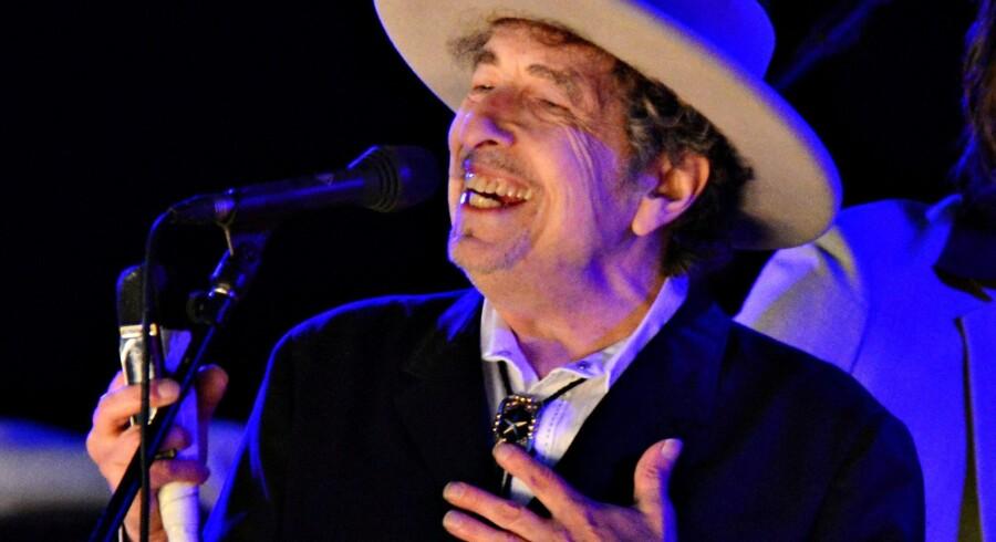 Det er to uger siden, at det blev offentliggjort, at Bob Dylan bliver årets modtager af Nobelprisen i litteratur. Først nu forholder den 75-årige musiker til prisen. Arkivfoto. Reuters/Ki Price