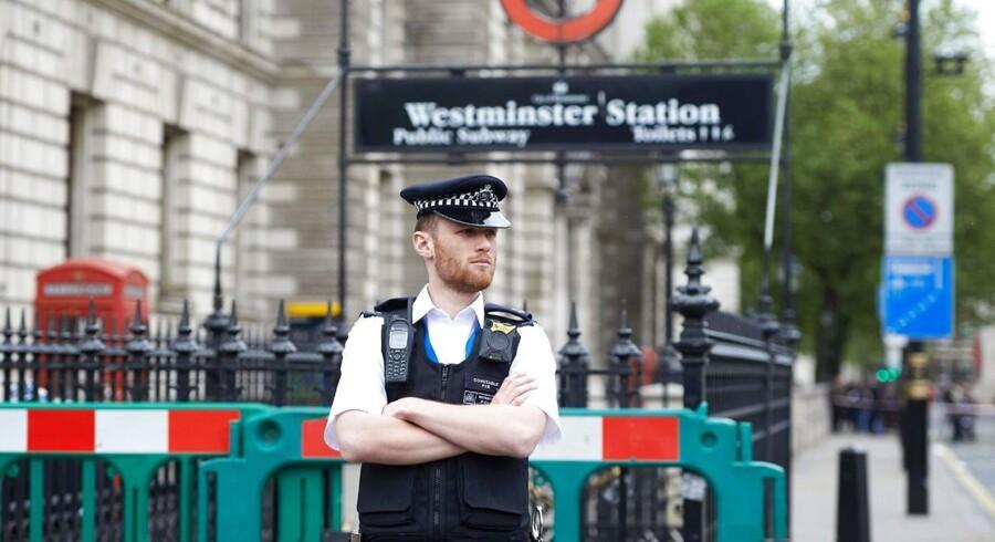 Arkivfoto. Britisk antiterrorpoliti oplyser, at seks personer er anholdt for et planlagt angreb i London. Kvinde er hårdt såret af skud efter aktion, skriver Reuters.