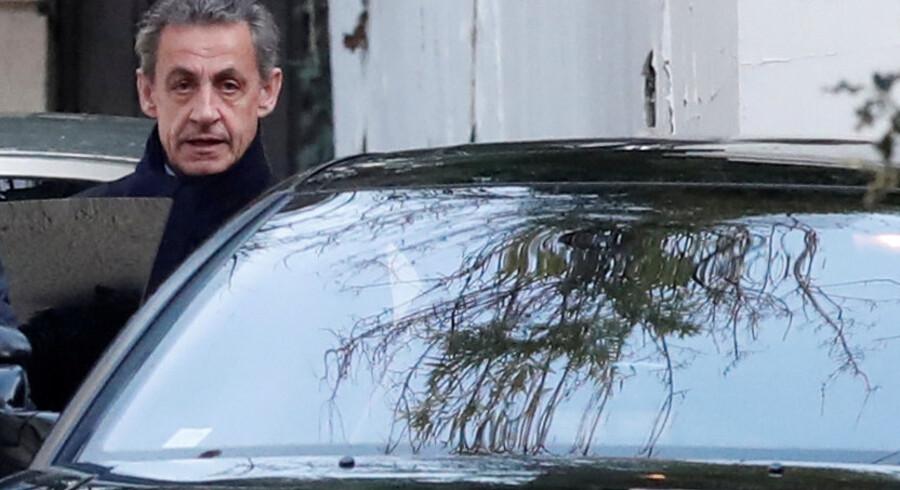 Den tidligere franske præsident Nicolas Sarkozy stilles for retten anklaget for at have misbrugt sin indflydelse til at sikre sig oplysninger om en efterforskning af uregelmæssigheder under præsidentvalgkampen i 2007. Reuters/Benoit Tessier