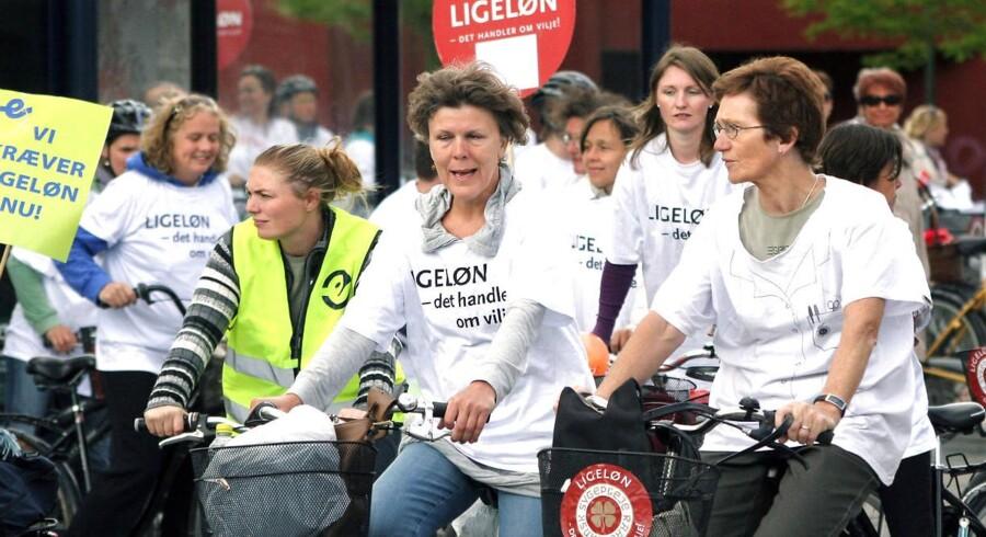 I foråret 2008 strejkede sygeplejerskerne med bl.a. den konsekvens, at sygehusenes ventelister blev længere. Det kan nu ske igen, advarer formand for Patientforeningen. Arkivfoto fra demonstration i 2008.