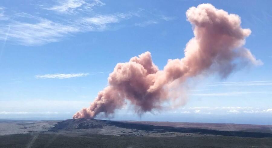 Kilauea-vulkanen på Hawaii er begyndt at sende flydende lava mod et boligområde. / AFP PHOTO / US Geological Survey / Kevan Kamibayashi /