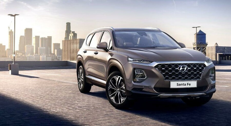 En imponerende grill og en afgang fra forgængerens forsigtige design - den nye luksus-SUV fra Hyundai, Santa Fe, virker spændende med sit nye design. Importøren spår den en større rolle i Danmark end den udgående model