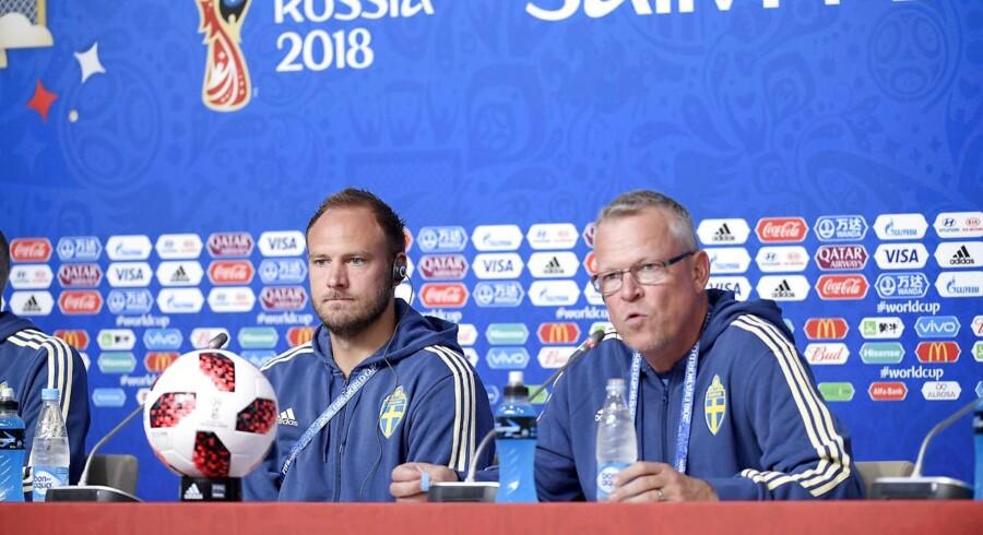Andreas Granqvist og den svenske landstræner, Janne Anderssonoch. (Foto: 10300 Maja Suslin/TT/Ritzau Scanpix)
