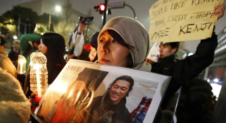 Japanere demonstrerede fredag for at få regeringen til at gøre noget for at redde Kenji Goto, som har været taget som gidsel af Islamisk Stat. Nu siger IS, at japaneren er blevet henrettet.