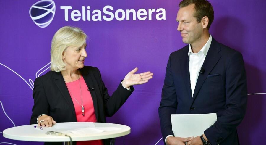 Telias bestyrelsesformand, Marie Ehrling, er interesseret i at købe TDCs norske kabel-TV-selskab og understreger, at Telia har en god økonomi. Her ses hun sammen med Telias topchef Johan Dennelind. Arkivfoto: Henrik Montgomery, Scanpix/AFP