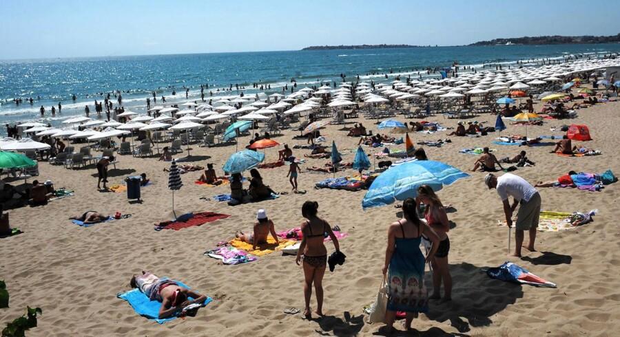 Den bulgarske sortehavskyst, kaldet Sunny Beach, kommer nu også ind under »3«s roamingfrie zone, hvor man kan ringe og gå på nettet til danske priser. Arkivfoto: Nikolay Doychinov, AFP/Scanpix