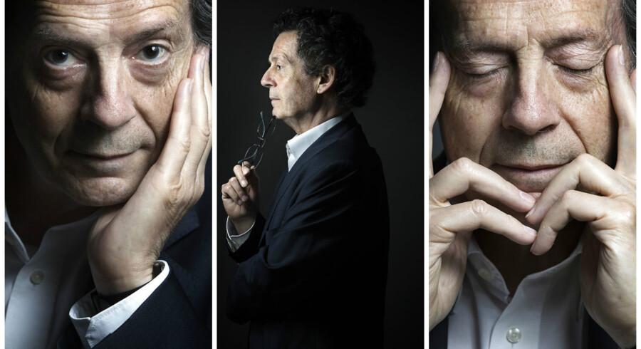 Tiltrækningen, begæret, jalousien og skuffelserne i de indbyrdes forhold mellem romanens centrale skikkelser administreres med kompetent hånd og sikker sans for det romantisk-spændingsfyldte potentiale af Hédi Kaddour, men det er hverken som kærligheds- eller dannelsesroman at »De toneangivende« gør sit stærkeste indtryk,« skriver Jørgen Johansen i sin anmeldelse af »De toneangivende«. Foto:Joel Saget /AFP