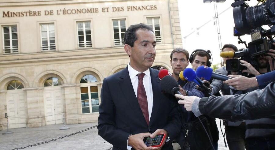 Det lykkedes ikke den marokkanskfødte, fransk-israelske milliardær Patrick Drahi at overtage sin nærmeste konkurrent, Bouygues Telecom, trods et bud på 10 milliarder euro. Her forlader Patrick Drahi det franske økonomiministerium i Paris tirsdag, hvor han mødtes med ministeren for at drøfte tilbuddet, som den franske regering ikke har været lun på. Foto: Thomas Samson, AFP/Scanpix