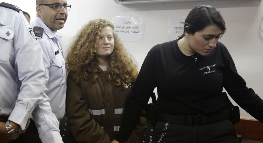 Ahed Tamimi er blevet et symbol for det palæstinensiske oprør mod Israel. Hun risikerer op til ti års fængsel.