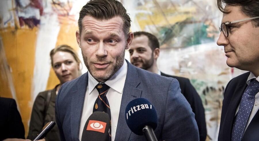 »Det er ikke vores politik at fortsætte boligjobordningen, men vi kan bare konstatere, at der ikke er flertal for at afskaffe den. Vi stemmer for det, der er regeringens politik, og den er et kompromis mellem tre partier. Og jeg konstaterer, at boligjobordningen er vigtig for Venstre og en del andre partier,« siger Joachim B. Olsen.