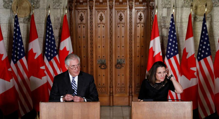USAs udenrigsminister Rex Tillerson og hans canadiske kollega, Chrystia Freeland, under en pressekonference på Parliament Hill, Ottawa, i december 2017. Foto: Blair Gable/Reuters
