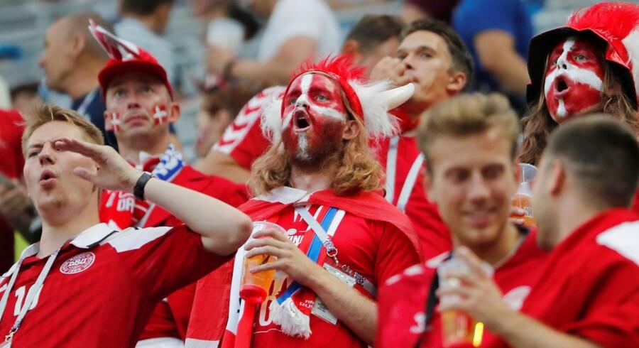 Den danske tribunes håb om en kvartfinale er netop blevet gennemhullet af et imponerende antal håbløse hug fra pletten foran mål. REUTERS/Carlos Barria