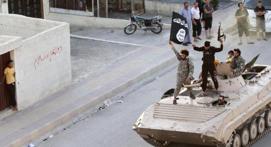 Islamisk Stat trænges op i en krog i højborgen Raqqa, hvor gruppen nu kun har en enkelt forsyningsvej tilbage, siger kurdisk militærkilde. Reuters/Stringer