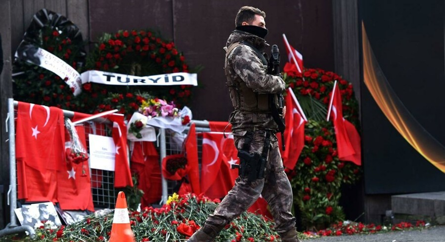 Terrorangrebet på den tyrkiske natklub Reina fandt sted efter midnat 1. januar 2017.500-600 gæster var til stede i den eksklusive natklub for at fejre nytåret, da den formodede gerningsmand ankom til stedet. I dagene efter angrebet patruljerede politiet og specialstyrker foran natklubben i Istanbul.