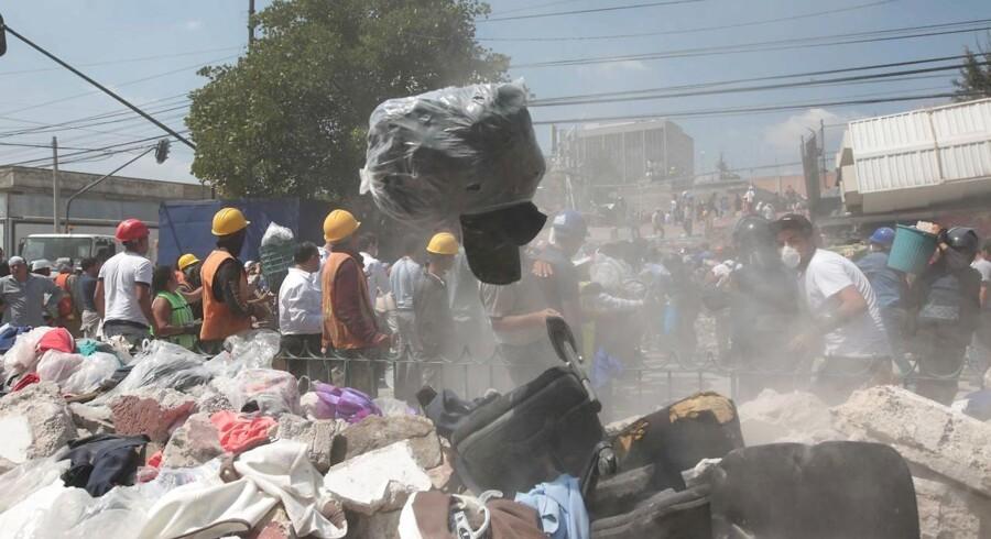 Mexico har indledt et kæmpemæssigt redningsarbejde i håbet om at finde overlevende efter det andet voldsomme jordskælv på blot få uger.