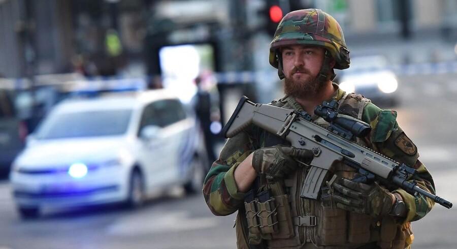 """»Så græd han """"Allahu Akbar"""" (Gud er stor på arabisk, red.) og sprængte en kuffert med hjul i luften,« fortæller Nicolas Van Herrewegen, der er ansat på den banegård, der tirsdag aften blev ramt af en mindre eksplosion."""