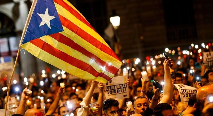 Arkivfoto: Demonastranter med det catalanske flag / AFP PHOTO / PAU BARRENA