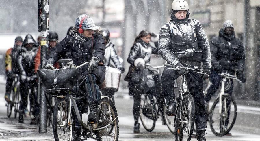 Cyklister cykler i snevejr i København, mandag den 5. marts 2018.. (Foto: Mads Claus Rasmussen/Scanpix 2018)