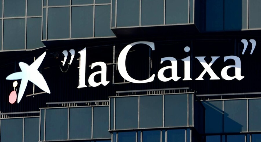 Picture shows 'La Caixa - Caixabank' catalan bank's logo at its headquarters in Barcelona on October 5, 2017. Big banks threatened today to abandon Catalonia over vows by regional leaders to break away from Spain as the national government rejected calls for mediation in the volatile standoff. With Catalan leaders warning they could proclaim independence in the tourist-friendly region as early as next week, the economic stakes were rising in Spain's worst political crisis in decades. / AFP PHOTO / PIERRE-PHILIPPE MARCOU