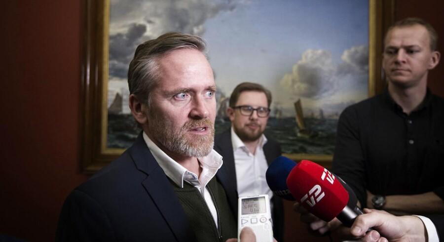 Anders Samuelsen og Simon Emil Ammitzbøll-Bille fra Liberal Alliance på vej til statsministeriet.